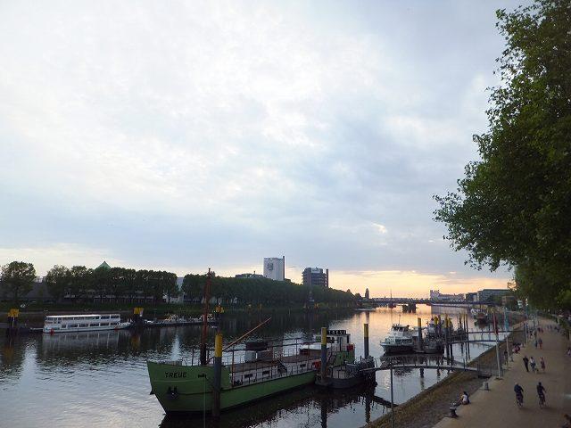 ブレーメンの川沿いを散歩