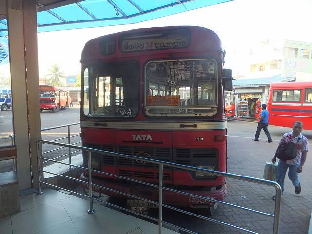 ネゴンボからクルネーガラ行きの長距離バス