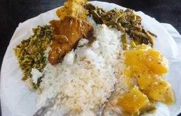 ダンブッラの定食屋で食べたランチ:スリランカ旅行
