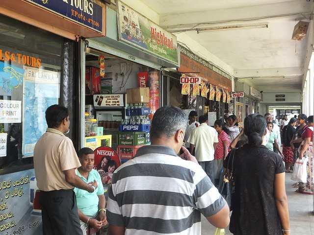 キャンディ市内マーケット:スリランカ旅行