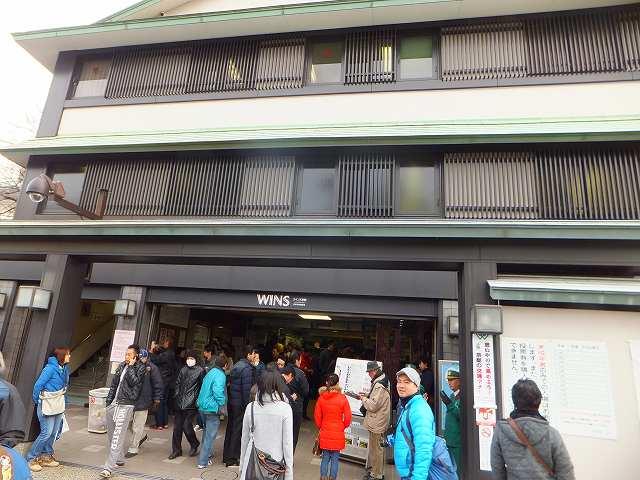 祇園の町にひょっこり現れたJRA(場外馬券場))