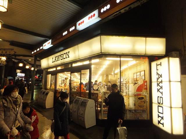 京都祇園にあるコンビニローソンもおしゃれ