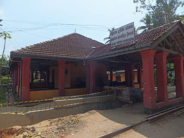 ランブッカ駅:スリランカ旅行記