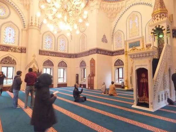 東京のモスク、内部はとてもキレイで神聖な雰囲気がありました