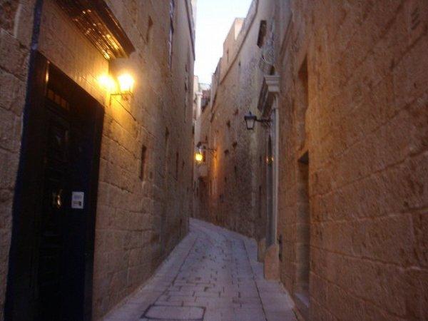 イムディーナの路地ウラ:マルタ観光
