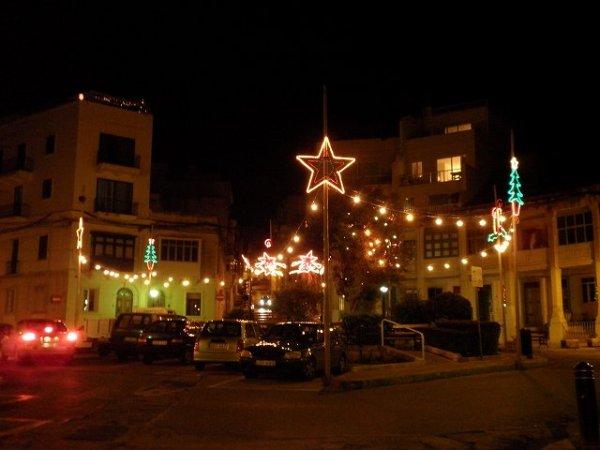 クリスマスのイルミネーション:スリーマの街