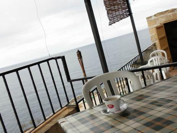 カフェから眺める地中海の景色