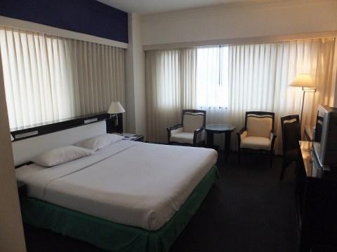 4つ星ホテルの部屋:海外ノマド生活