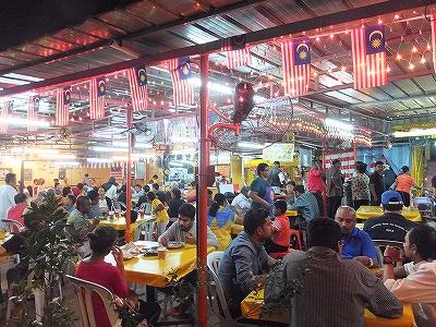 マレーシアの食堂:手前がマレーで奥がインディアン…だったかな?
