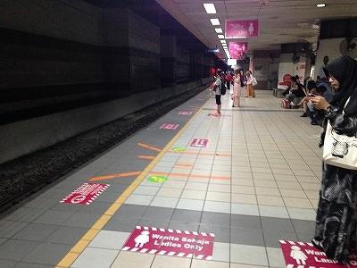 電車では女性専用の場所が作られてた:マレーシア