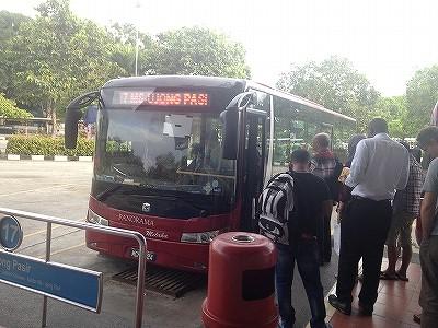 マラッカ市内を走るローカルバス