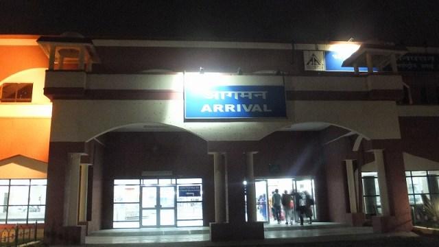 インドラクナウ空港に到着です!オンラインビザは…
