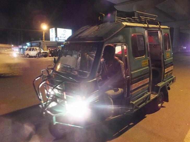 インドの乗り合いバス?的なタクシー?