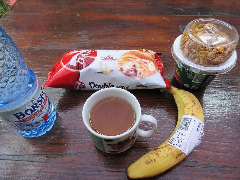 シギショアラでスーパーで買って食べる:ルーマニア旅行