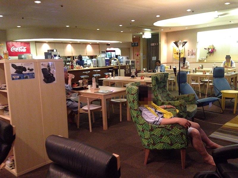カプセルホテル蒲田:中には広い食堂もありゆったり