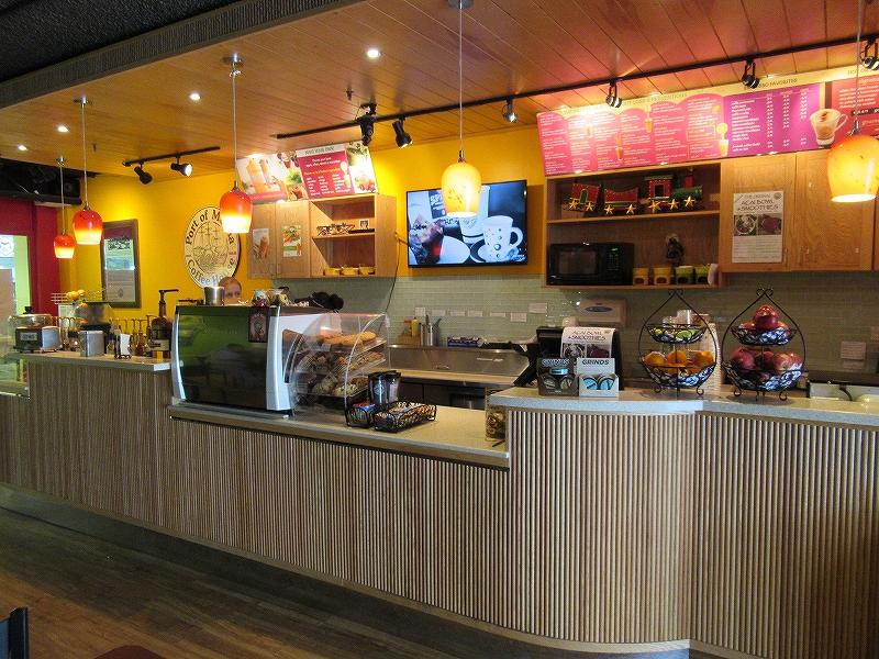 アガニャショッピングセンター内のカフェでノマド1