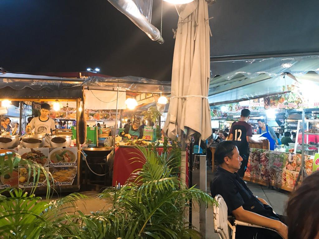 色々なところにマーケットがあるよ・タイ