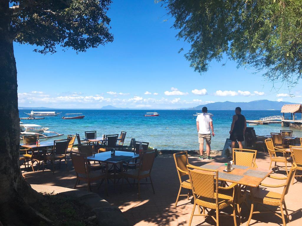 エル ガレオン ダイブ リゾート ウィズ アジア ダイバーズのカフェ・プエルトガレラ