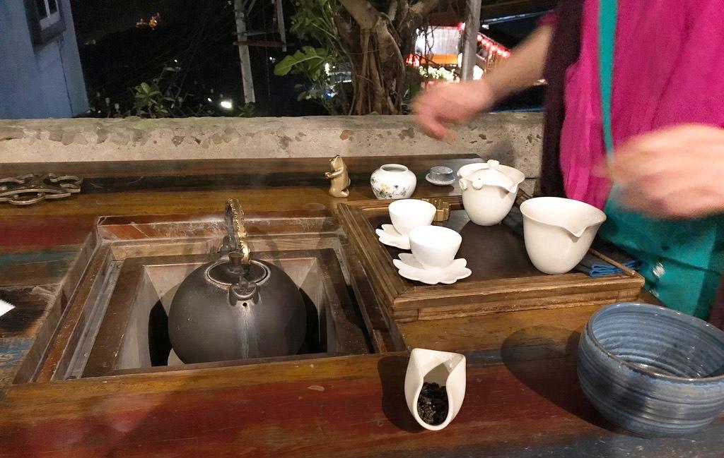 お茶を入れてもらいます・九份茶坊