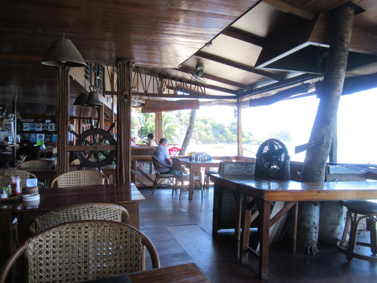 カフェがすぐ隣にある!キャプテングレックスダイブリゾート
