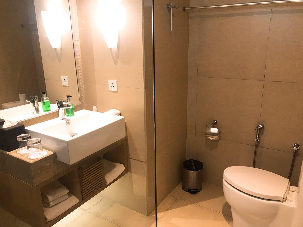 バスルームの様子:フェアフィールドbyマリオット・バリ(fairfield by Marriott)