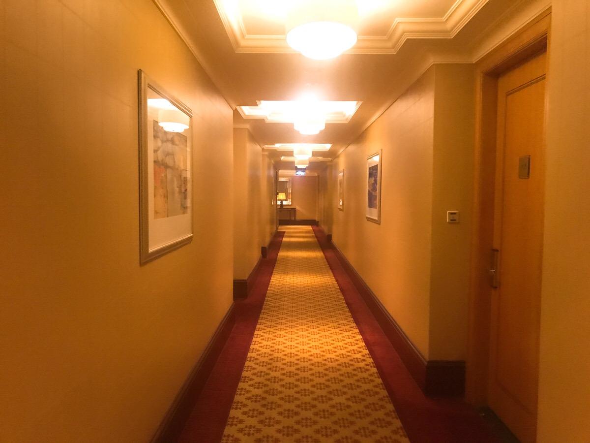 廊下もオシャレ・ザ・リッツカールトン・ジャカルタメガクニンガン