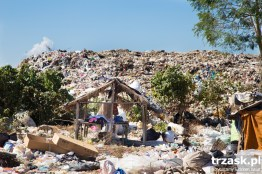 Burmese refugee camp located in a landfill site near Mae Sot