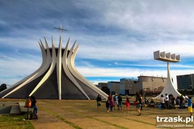 Catedral Metropolitana w Brasili zaprojektowana przez Oscara Niemeyera