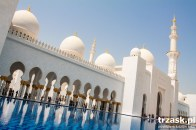 The Big Mosque of Sheik Zayed in Abu Dhabi. One needs sunglasses, or the sunshine will hurt one's eyes.