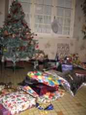 Sapin de Noel avec les cadeaux