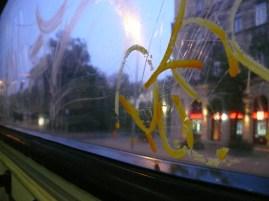 Éjszakai buszon hajnalban