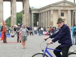 Brandenburg kapu előtt - életképek