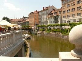 Ljubljanica folyó és a házak