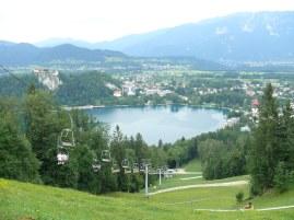 Bled tó, a vár és sípálya, amin nyáron boboznak