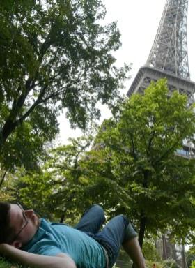 Az Eiffel torony alatt