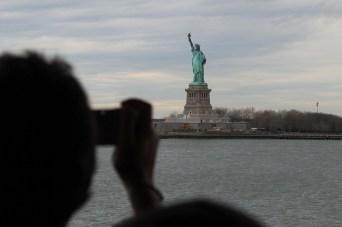 A szabadság-szobor és a turisták / Statue de la Liberté et les tourists