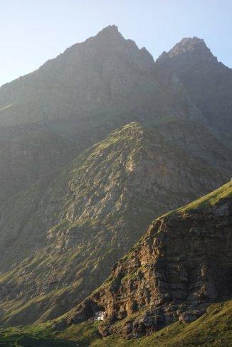 Monastère dans la falaise de Koksar