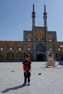Mosquée d'Amir Chaghmagh et un petit gars qui voulait être photographié !