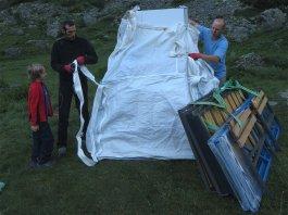Un Big Bag encombrant avec électroménager et sommiers