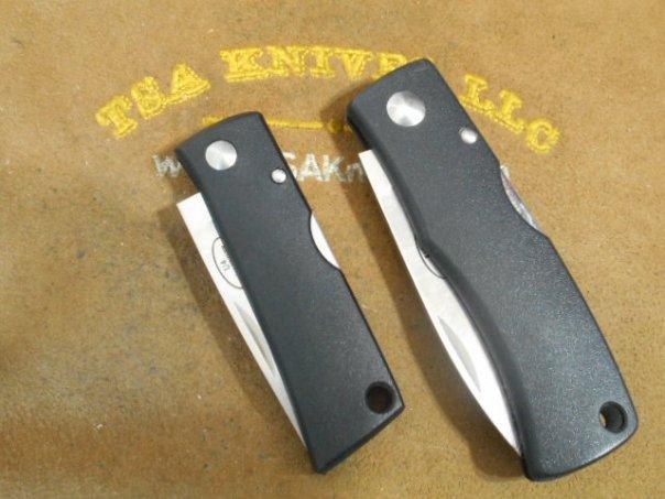 Fallkniven U4 Wolf's Tooth (Left) U2 (Right)
