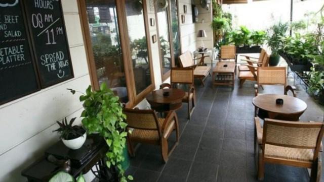 Konsep Kafe di Teras Rumah