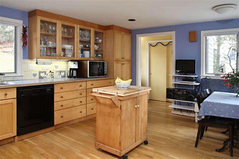 Kitchen Paint Color To Match Oak Cabinets.html