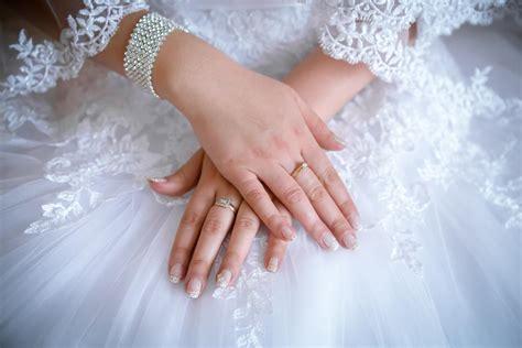 finger engagement ring wedessence