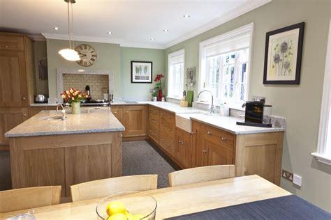 paint light oak cabinets kitchen paint colour benjamin