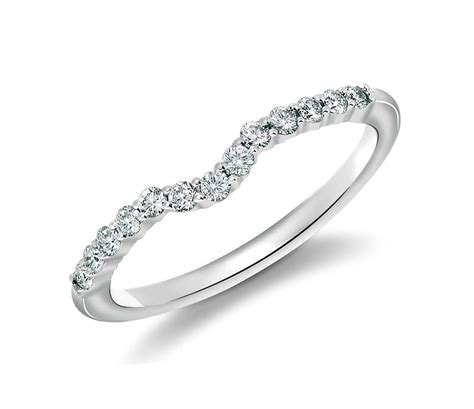 classic curved diamond wedding ring 18k white gold