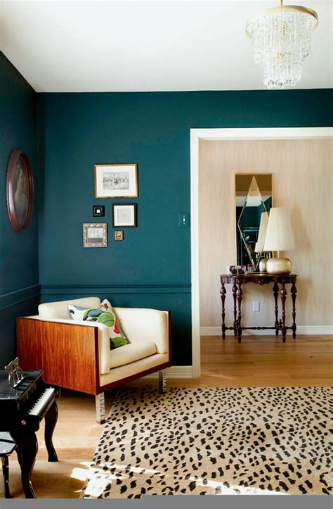 bold paint colors living room
