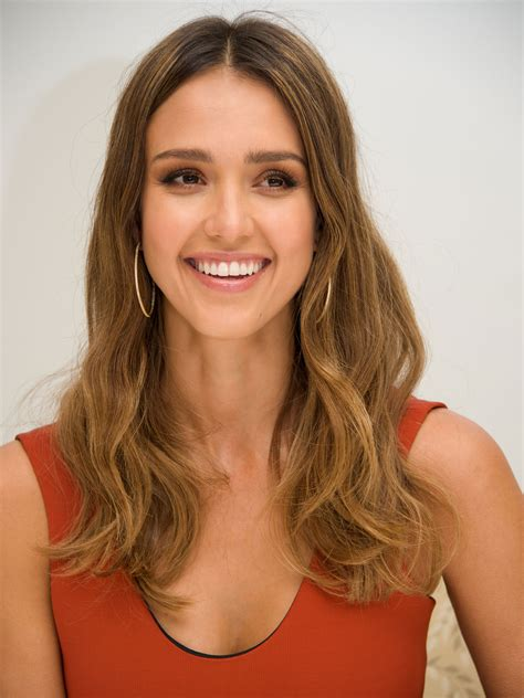 hairstyles oval faces 10 flattering haircuts long face