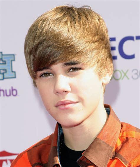 justin bieber short straight light brunette hairstyle side