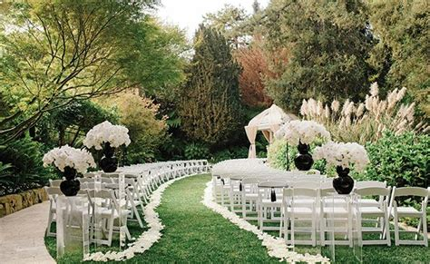 Black And White Outdoor Wedding Decorations.html