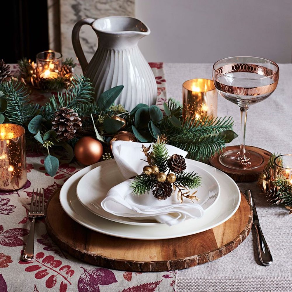 Great Christmas table decoration- Use white dishes